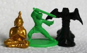 Pelin nappulat: buddha-patsas, pelaajan munkki ja kummitus. Kuva: Repos Productions