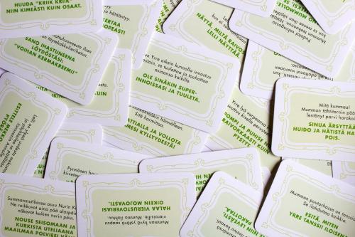 Pelin tehtäväkortteja. Kuva: Mikko Saari