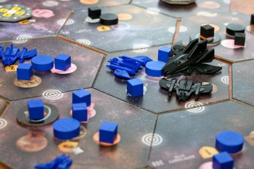 Orionin hegemonia (musta) heittäytyy tuttavalliseksi. Kuva: Mikko Saari