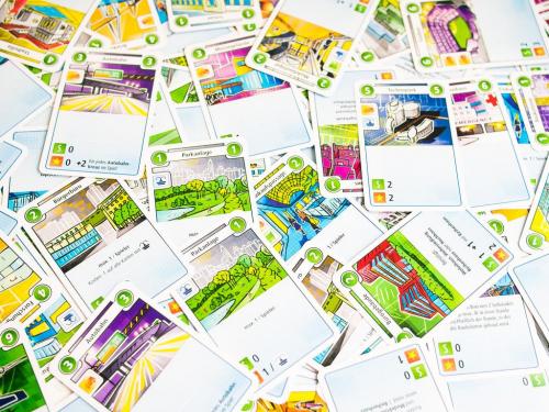 Läjä Cityn kortteja. Kuva: Mikko Saari