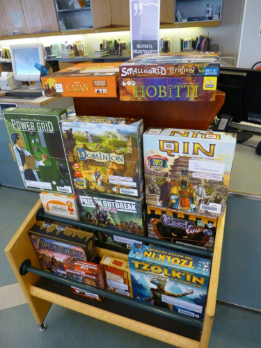 Kirjaston pelejä