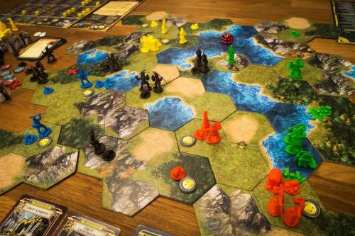 Nelinpeli, noin puolessa välissä peliä. Kuva: Guido Gloor / BGG