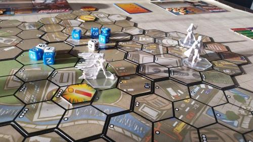 Sentinel Tactics on taistelua heksakartalla. Kuva: Tero Oksanen