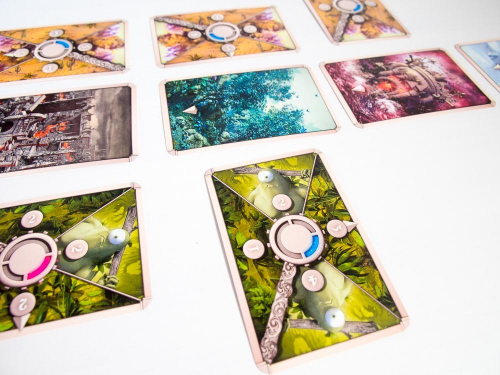 Kyklooppikortti antaa kaksi pistettä valloitusvoimaa ja kääntää yhtä korttia paremmaksi tullessaan peliin. Kuva: Mikko Saari