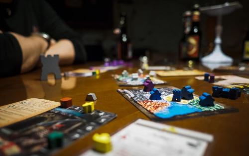 Peli käynnissä, Heroes Call -lisäosan kanssa. Kuva: Guido Gloor / BGG